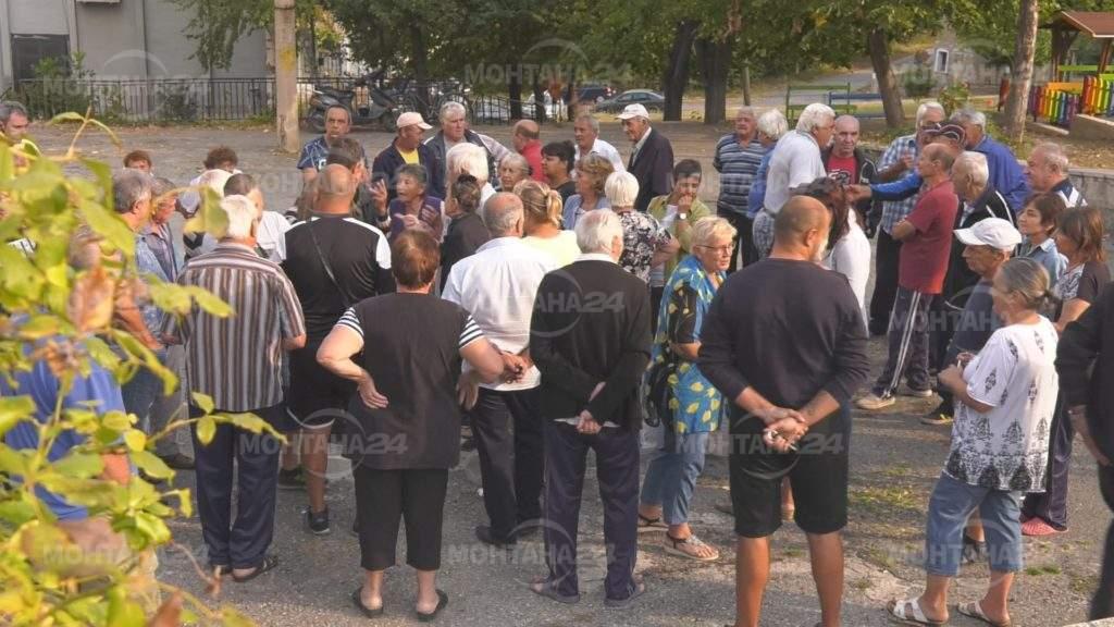 Жители на Долна Вереница излязоха на протест заради безводието